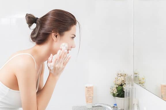 Face‌ ‌‌Cleanser ‌vs‌ ‌Face‌ Wash‌!‌  ‌Which‌ ‌One‌ ‌Should‌ ‌You‌ ‌Be‌ ‌Using?‌